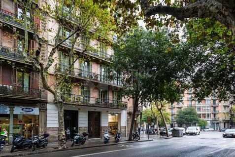 Стрит-ритейл Коммерческое помещение в центре Барселоны, id ir1470, фото 1