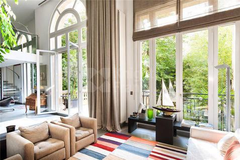 Апартаменты Двухуровневые апартаменты в Париже, id ir1503, фото 1